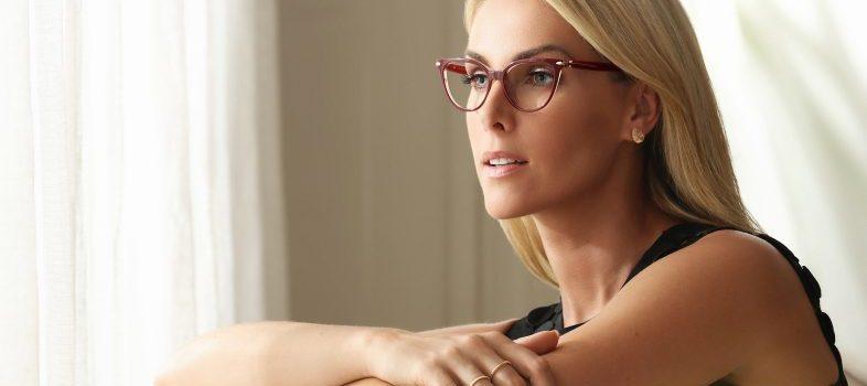 Ana Hickmann com óculos de grau